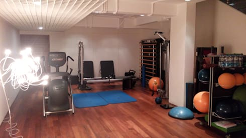 Amrita Shergill Marg: modern Gym by Sion Projects