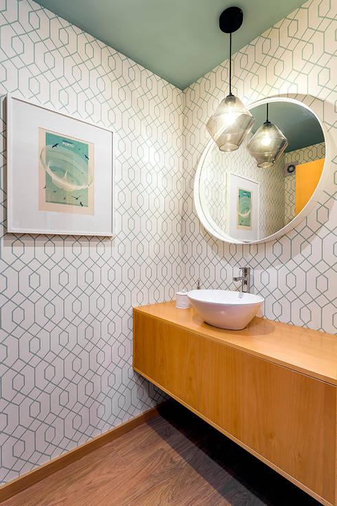 WC de serviço Tangerinas & Pêssegos: Casas de banho  por Tangerinas e Pêssegos - Design de Interiores & Decoração no Porto