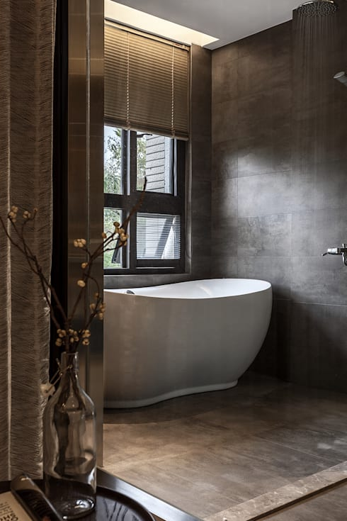 流光:  浴室 by 漢玥室內設計