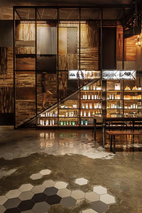 醒目的展示櫃:  商業空間 by 漢玥室內設計