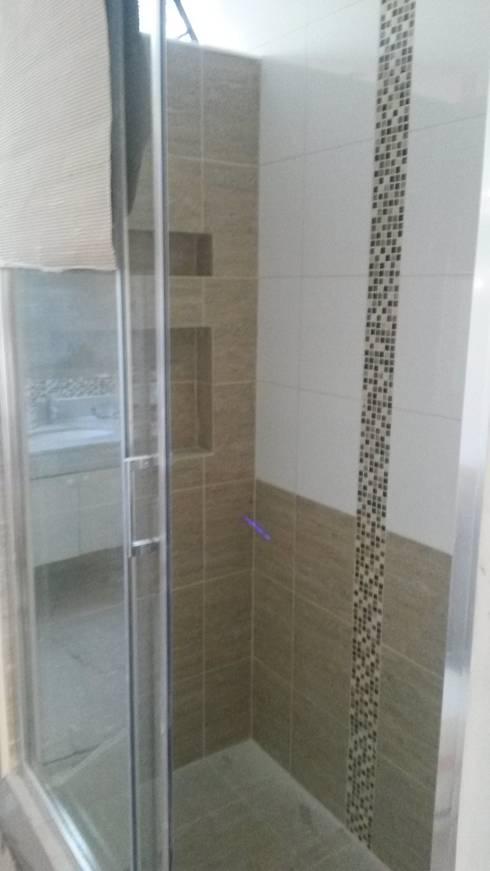 Remodelacion Los Almendros de Huechuraba: Baños de estilo moderno por ARCODI