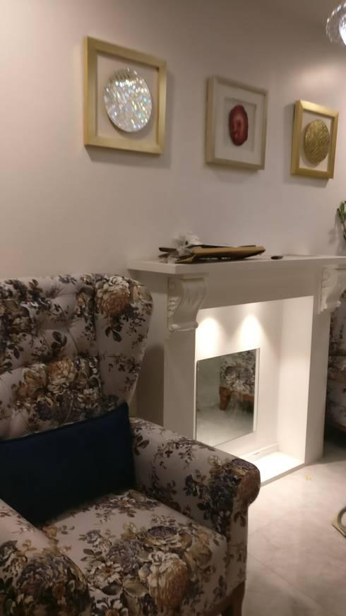 Fireplace in Mystique Moods, Viman Nagar, Pune:  Living room by Umbrella Tree Designs