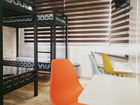 Trailer Avenue Apartment:   by TWINE Interior Design Studio