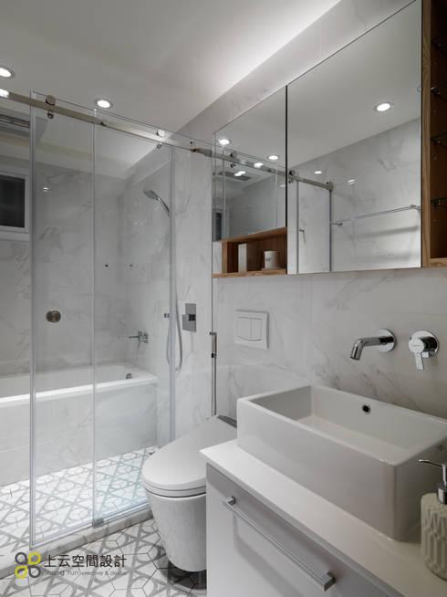 【溫潤雋永-住辦合一宅】:  浴室 by 上云空間設計