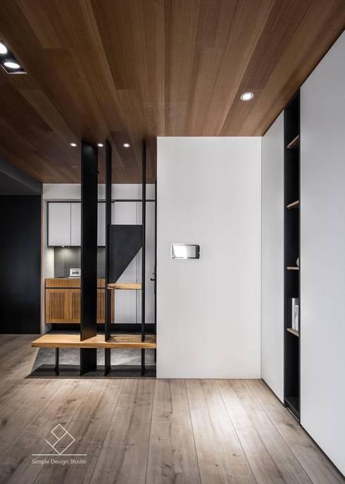 玄關造型:  走廊 & 玄關 by 極簡室內設計 Simple Design Studio