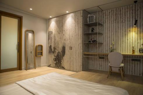 Bedroom 3: view 2: modern Bedroom by DESIGNER'S CIRCLE
