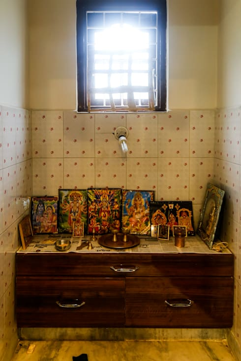 Mr. KoteshwarRao Uppal: modern Bathroom by Ghar Ek Sapna Interiors