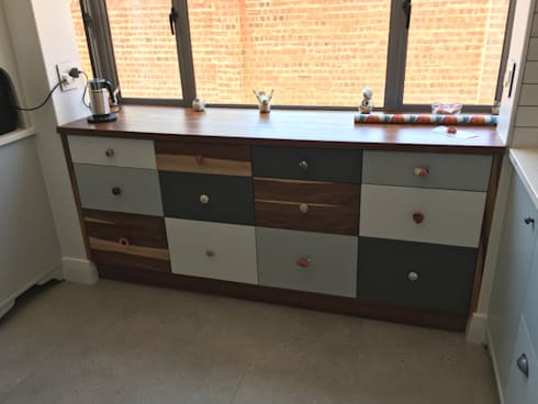 Kitchen Chest of Drawers:  Built-in kitchens by Nick and Nelly Kitchens