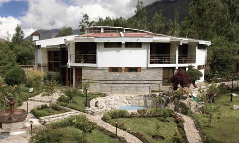 Hotel INTIÑAN, Urubamba: Dormitorios de estilo  por CARLOS SOTO ARQUITECTO