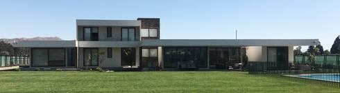 Casa Nogales - Chicureo: Casas unifamiliares de estilo  por proyecto arquitek