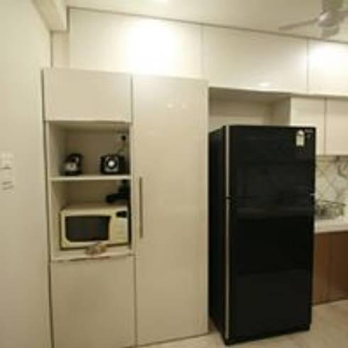 Mr.Santosh Singh And Mrs.Meenaxi Singh : modern Kitchen by PSQUAREDESIGNS