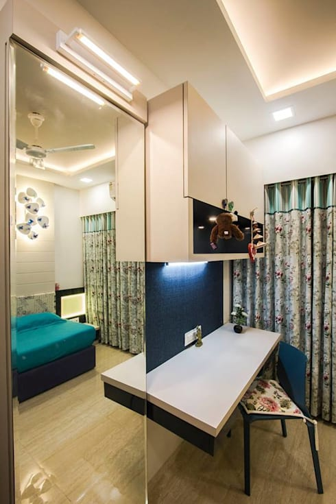 DR.VENKATESH AND DR.MADHUSHREE: modern Bedroom by PSQUAREDESIGNS