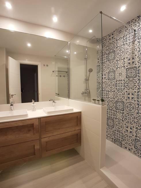 Después y el antes de la reforma del baño:  de estilo  de M.Angustias Terron