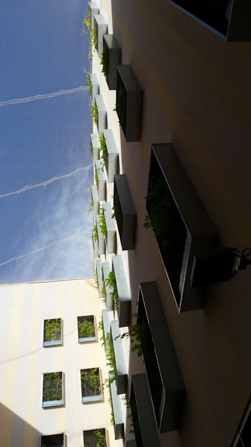 RESIDÈNCIA UNIHABIT - PROJECTE BARCELONA : Hoteles de estilo  de BURESINNOVA S.A.