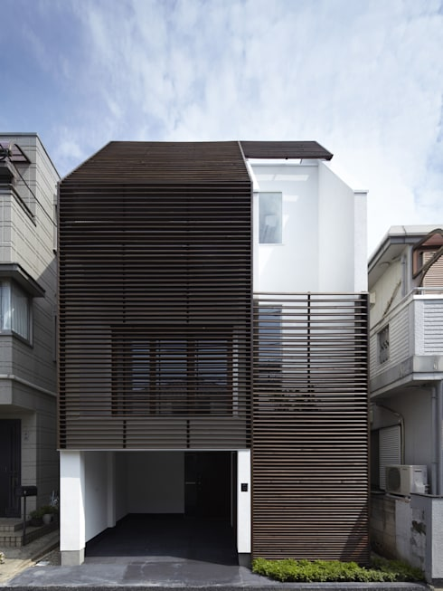 IS パンチングメタルの階段のある家: 山縣洋建築設計事務所が手掛けた家です。