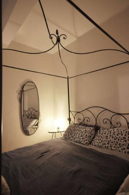 camera da letto : Camera da letto in stile  di Arch. Silvana Citterio
