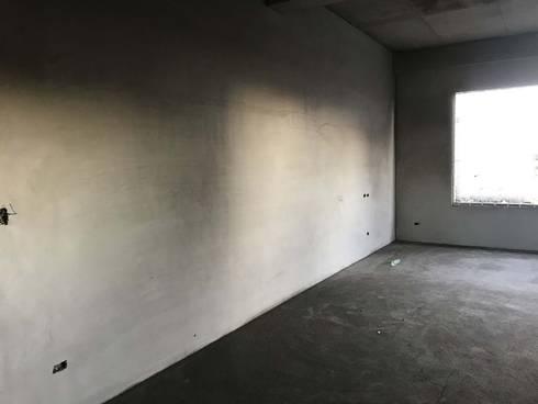 簡約、現代 水泥粉光牆面:  客廳 by 小滿工作室