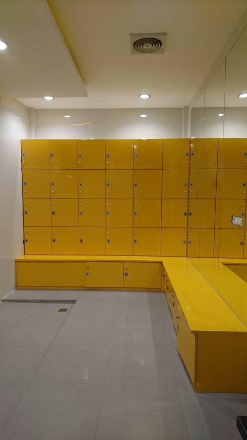 modern Gym by FOUR ARC DESIGN