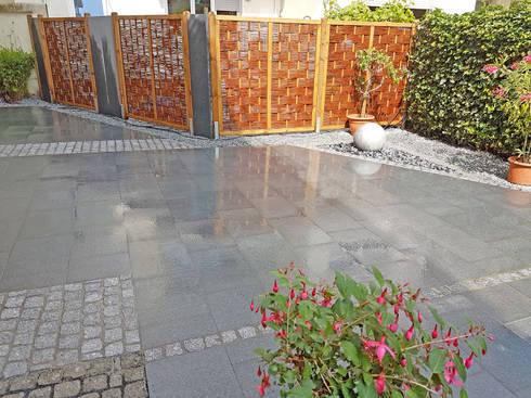 terrasse mit granitplatten pflaster und. Black Bedroom Furniture Sets. Home Design Ideas