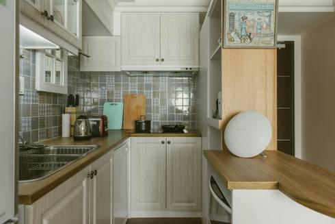 美式風格溫泉套房:  廚房 by 大觀創境空間設計事務所