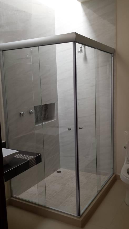 Baños de estilo  por DEC Arquitectos