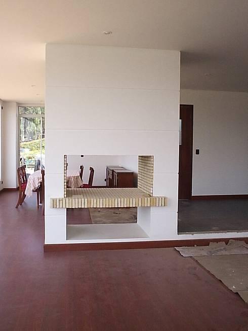 Casa en Sopo: Salas de estilo moderno por Proyectum SAS