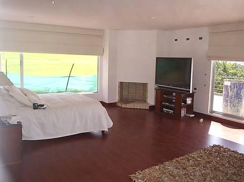 Casa en Sopo: Habitaciones de estilo moderno por Proyectum SAS