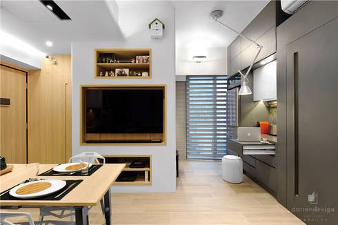 Sai Wan Ho, Hong Kong, Interior Design by Darren Design: eclectic Living room by Darren Design & Associates 戴倫設計工作室