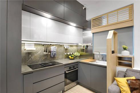 Sai Wan Ho, Hong Kong, Interior Design by Darren Design: eclectic Kitchen by Darren Design & Associates 戴倫設計工作室