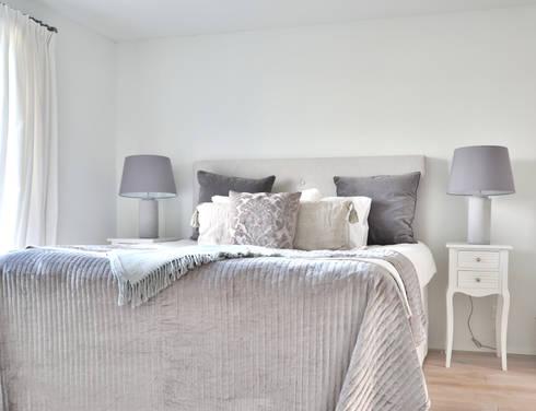 Schlafzimmer Grau: Landhausstil Schlafzimmer Von Select Living Interiors