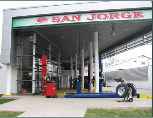 Serviteca San Jorge: Casas de estilo industrial por Incubar: Arquitectura & Construcción