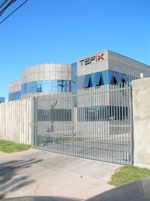 Oficinas y Bodegas Tefix : Casas de estilo industrial por Incubar: Arquitectura & Construcción