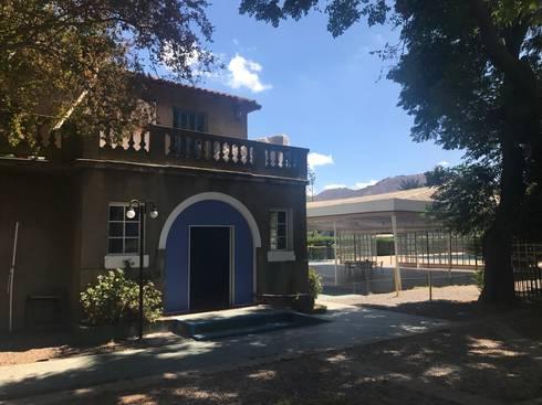 Centro de Eventos Casona El Barrancon:  de estilo  por ARQ+3