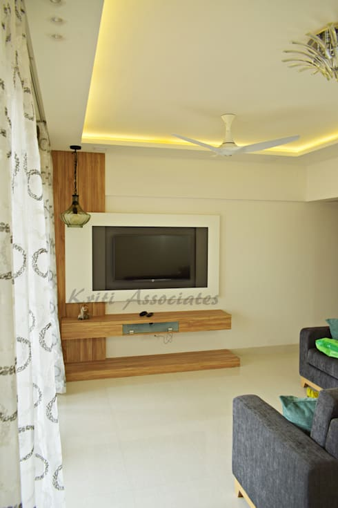 3bhk Home at Godrej Horizon: minimalistic Living room by Kriti Associates / girishsdesigns