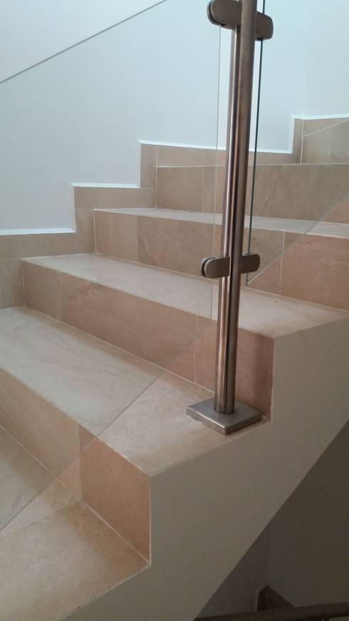 #construccion#residencial#villamagna#slp: Escaleras de estilo  por INOVA