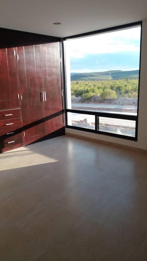 #construccion#residencial#villamagna#slp: Recámaras de estilo  por INOVA