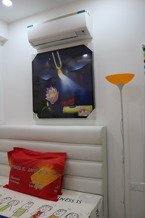 Customised Headboard for Queen Size Bed:  Bedroom by Enrich Interiors & Decors