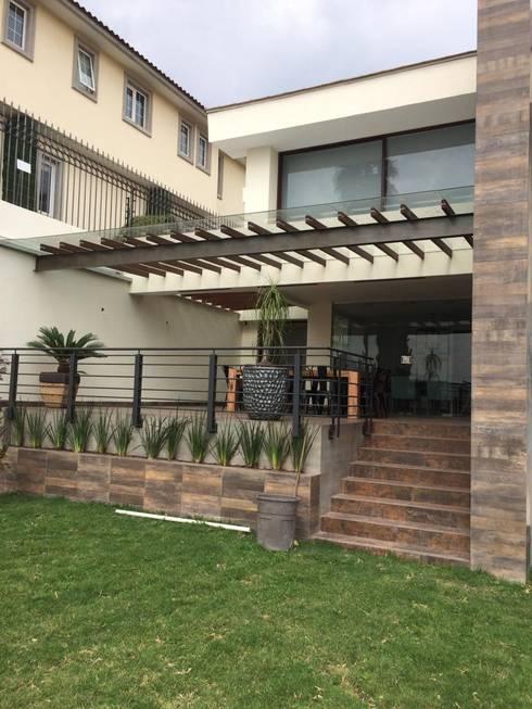 : Terrazas de estilo  por CESAR MONCADA S