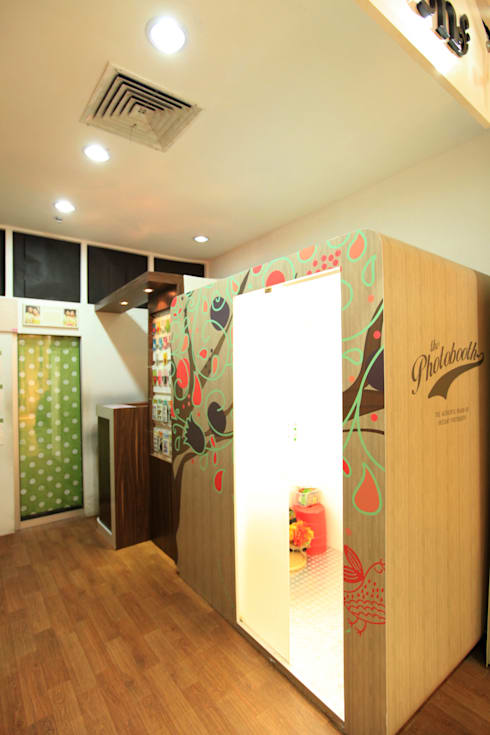 LITTLE CUTE PHOTO BOOTH @ NORTH JAKARTA:  Kantor & toko by PT. Dekorasi Hunian Indonesia (D&H Interior)