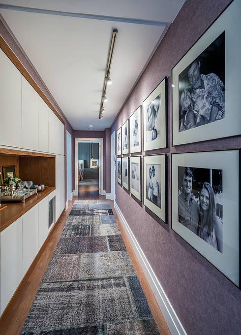 Apartamento: Corredores e halls de entrada  por Spengler Decor