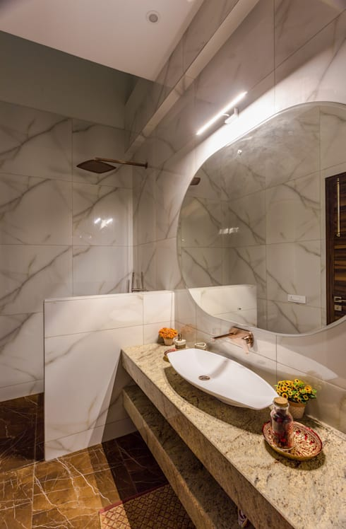 Sky Box House: modern Bathroom by Garg Architects