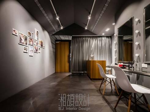 斜式灰境:  商業空間 by 湘頡設計