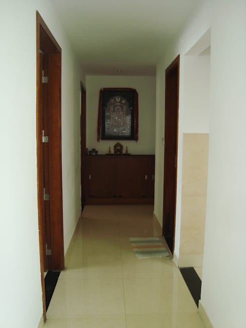 RESIDENT INTERIOR:  Corridor & hallway by Inshows Displays Private Limited