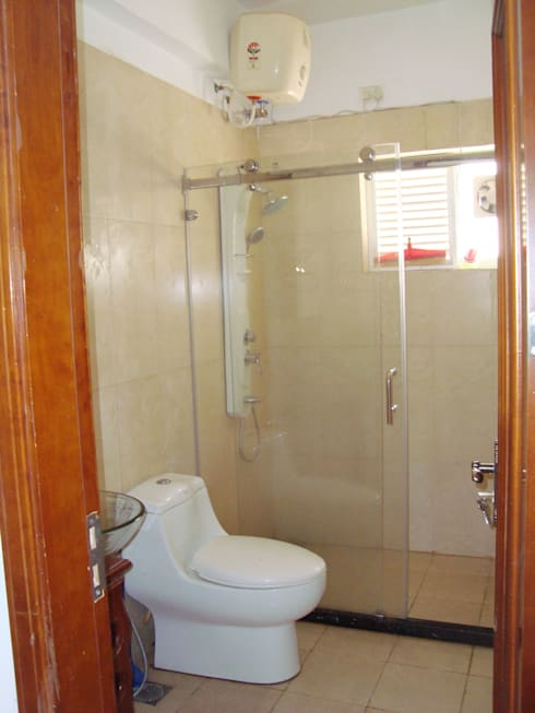 RESIDENT INTERIOR: classic Bathroom by Inshows Displays Private Limited