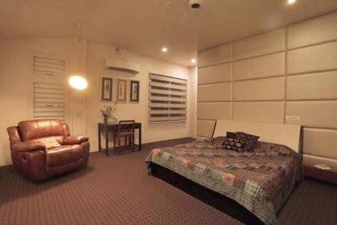 ALEX RESIDENCE COCHIN: modern Bedroom by ALEX JACOB ARCHITECT