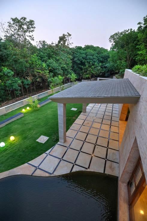 UNNI RESIDENCE: modern Garden by ALEX JACOB ARCHITECT
