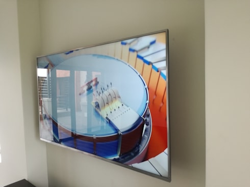 LED Display(mounted): classic Living room by Rounded Pixels Media