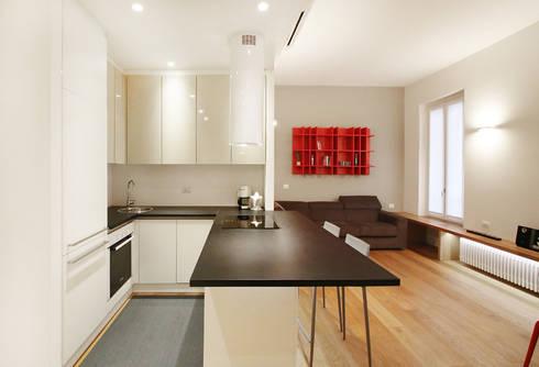 Cucina: Cucina attrezzata in stile  di Filippo Colombetti, Architetto