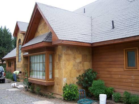 Stone House-. 210m2- Padre Hurtado: Casas de estilo clásico por Casabella