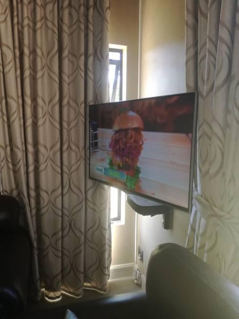 Tv tilt & swivel bracket.Dstv explora on shelve: rustic Bedroom by Rounded Pixels Media